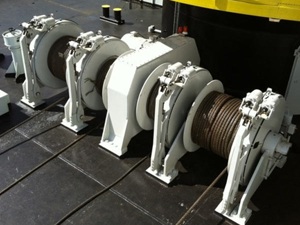 Barge winch for mooring