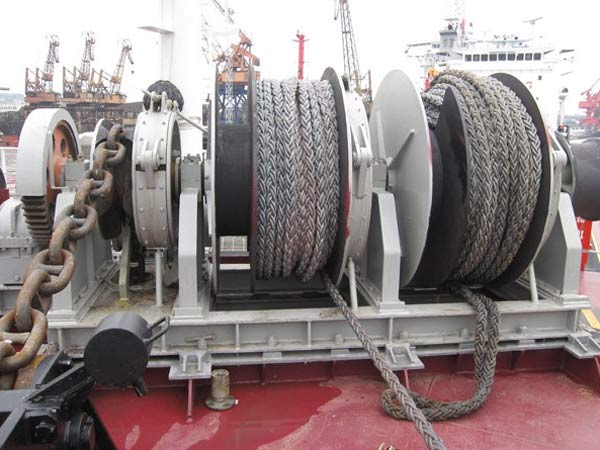Deck winch supplied by Sinma