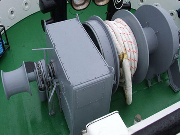 Drum anchor mooring winches for boats